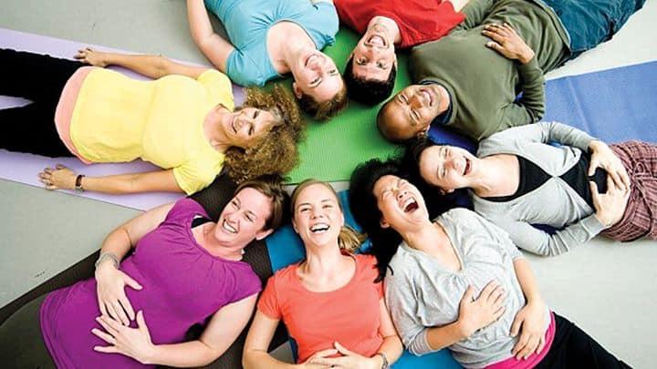 Μάθημα Αυτοβελτίωσης – Γιόγκα γέλιου & Διαλογισμός